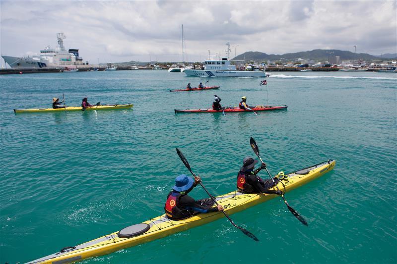 「海鯖迴家」活動,保育人士自南方澳勇渡黑潮,為守護鯖魚而划。 (廖大慶提供)