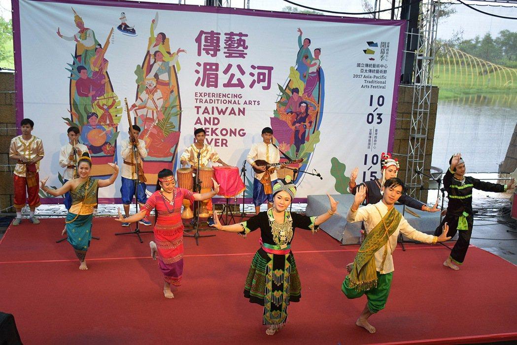 2017亞太傳統藝術節以「傳藝湄公河」為主題,其中寮國傳統民俗音樂團演出五寶舞,...