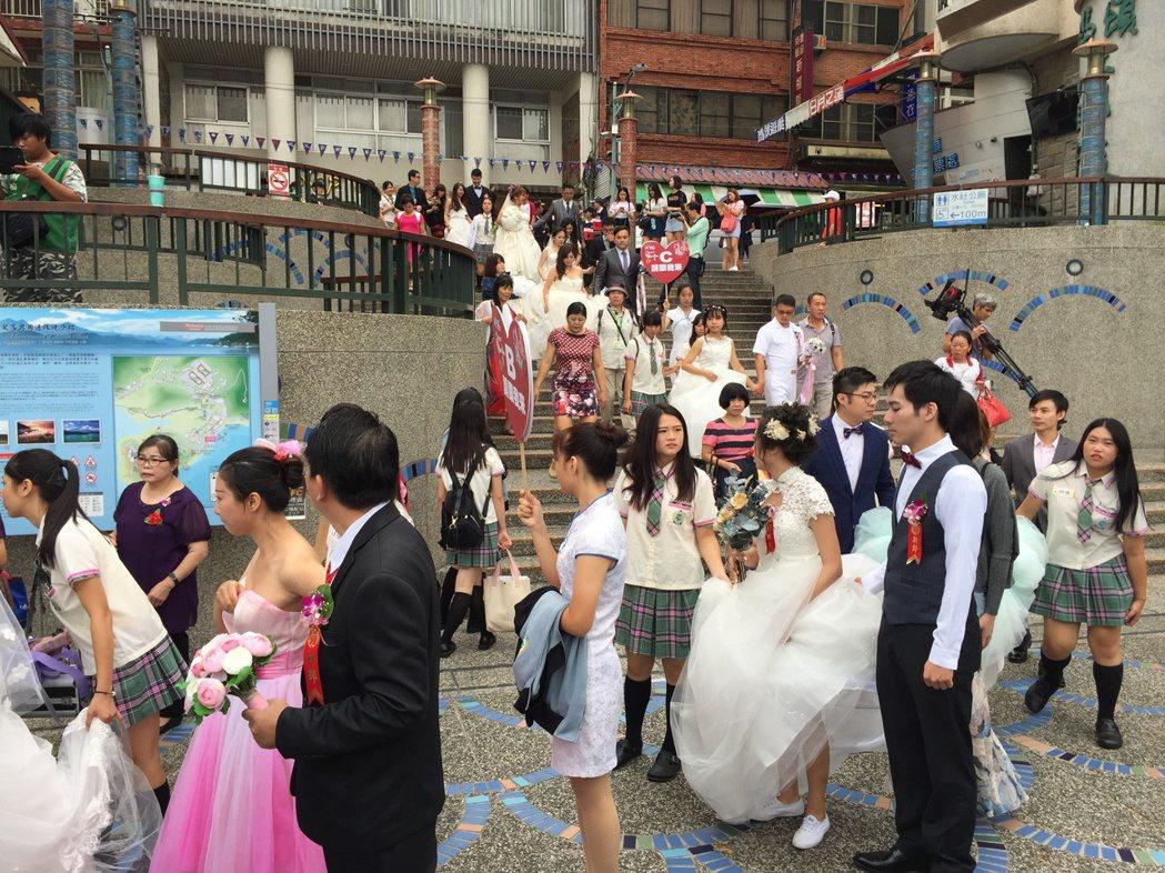 日月潭耶穌堂今天首度對外舉辦婚禮,新人完成結婚儀式後,並搭遊艇環湖,留下浪漫回憶...