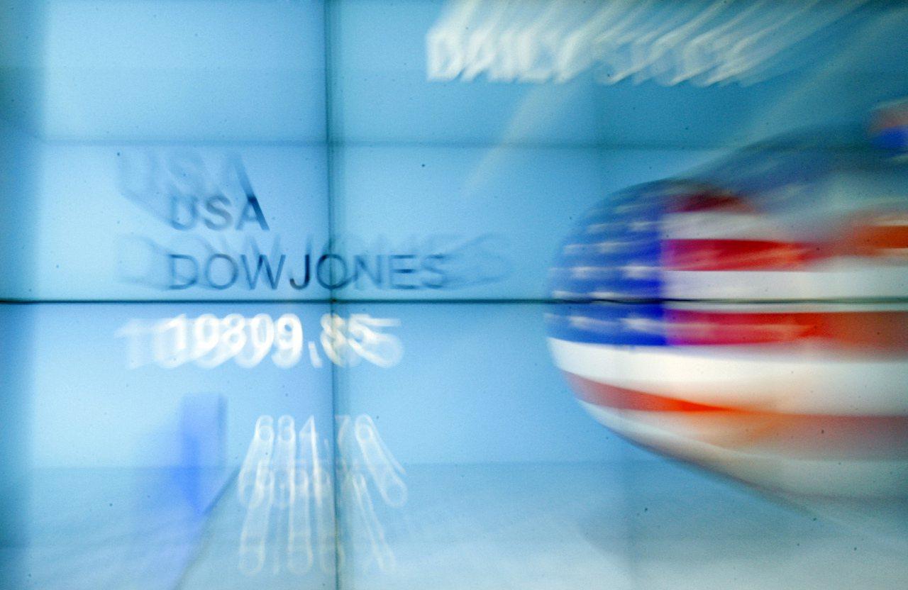 區域風險升高,投資人轉向全球股票型基金。(美聯社)