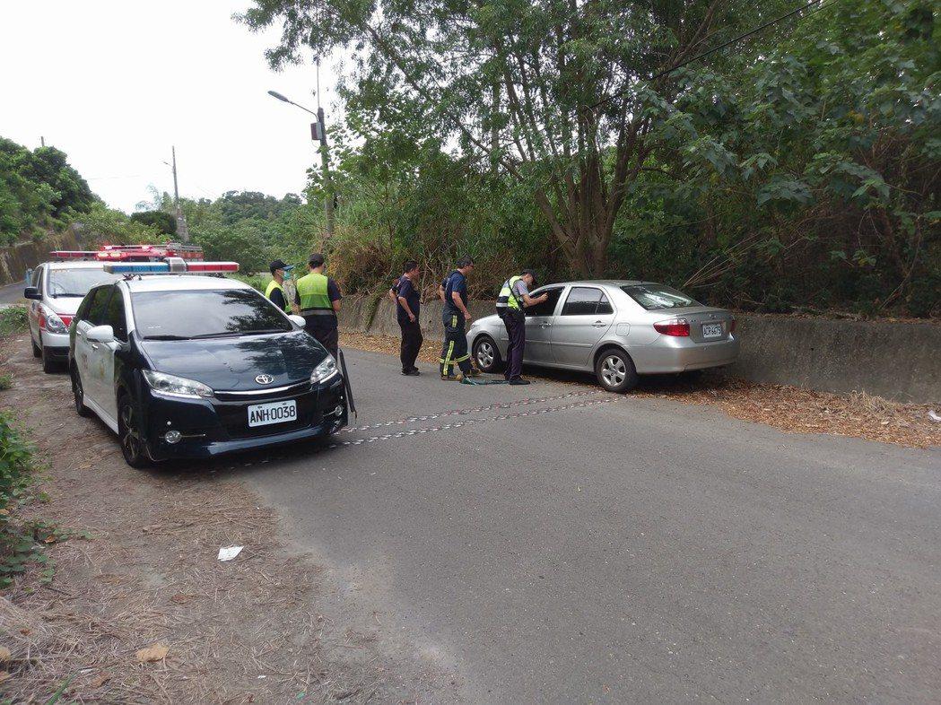花壇居民今天在八卦山區發現一名男子陳屍在車內,警方到場處理。記者林敬家/翻攝