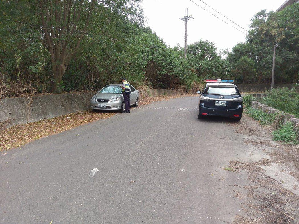 花壇居民今天在八卦山區發現一名男子陳屍在車內。記者林敬家/翻攝