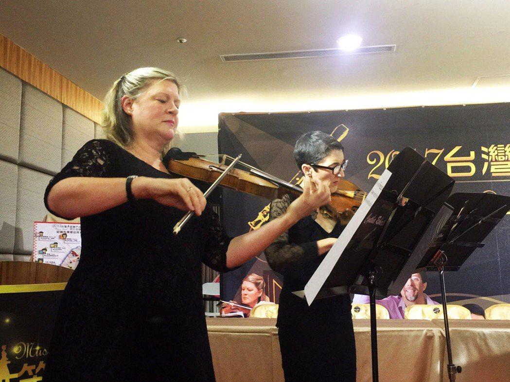 台灣木笛團邀請國外音樂家,將到偏鄉演奏,並免費教孩子音樂。記者郭宣彣/攝影
