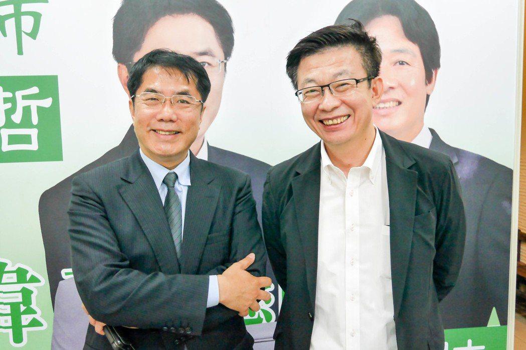 台南市長參選人黃偉哲(左)與勞動部前政務次長、選務總策畫郭國文(右)。記者鄭維真...