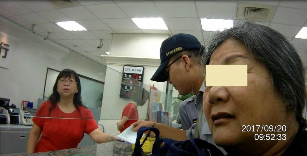 台中市吳姓婦人接獲歹徒假裝是初戀情人的電話,被騙走203萬後,還想再匯款170萬...