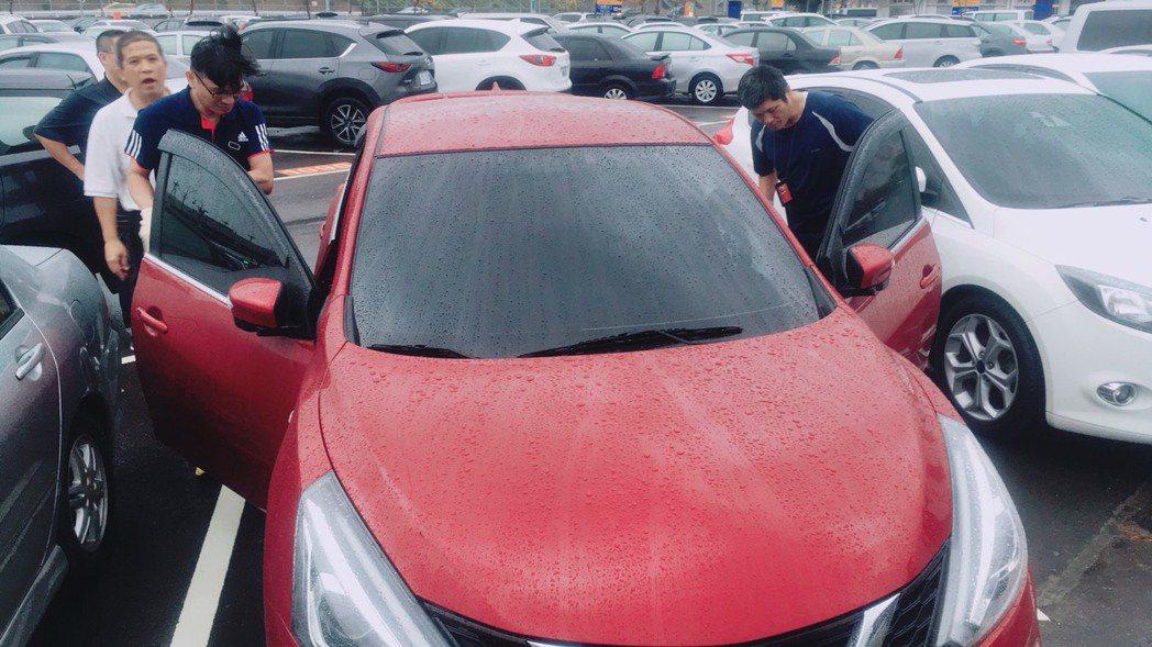 警方在桃園機場內找到的犯案車輛,車主正是車姓男子。圖/大甲分局提供