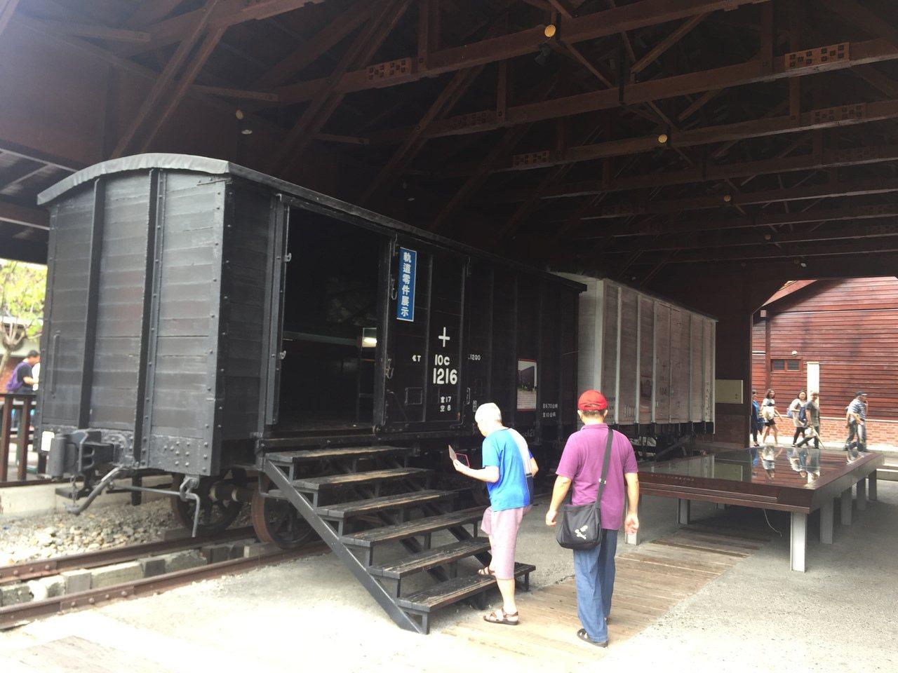 車埕保存不少老火車,受到遊客喜愛。記者江良誠/攝影