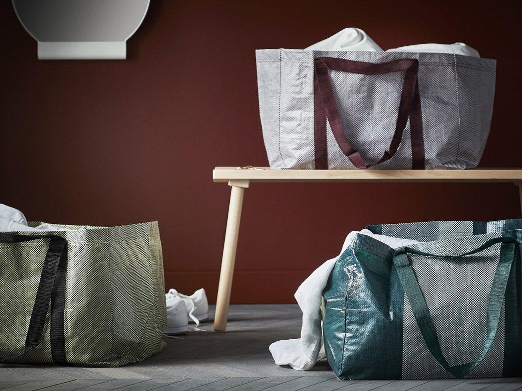 YPPERLIG環保購物袋有三種不同的顏色,售價59元。圖/IKEA提供