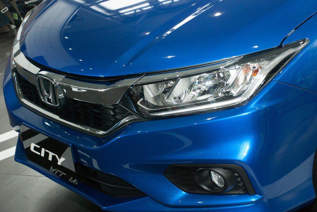 2018 Honda New City增添了LED晝行燈與光感應頭燈。記者林昱丞...