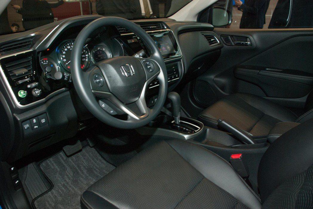 頂級的VTi-S車型內裝。記者林昱丞/攝影