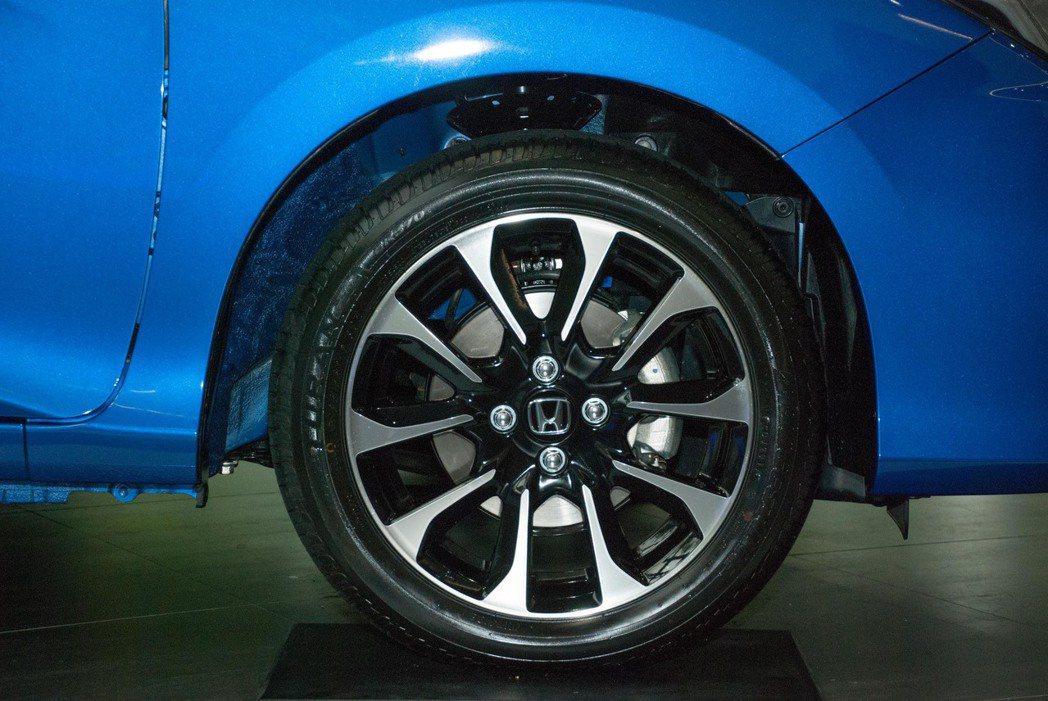 頂級的VTi-S車型擁有16吋鋁合金輪圈。記者林昱丞/攝影