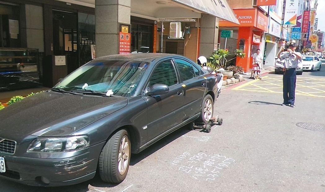 不少民眾貪圖方便,違規停車遭檢舉。(示意圖)圖/本報資料照片