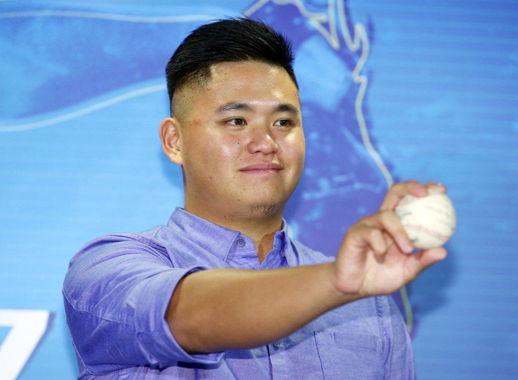 今年球季首次登上美國職棒大聯盟坦帕灣光芒隊的選手胡智為,11日返台後,下午在台北...