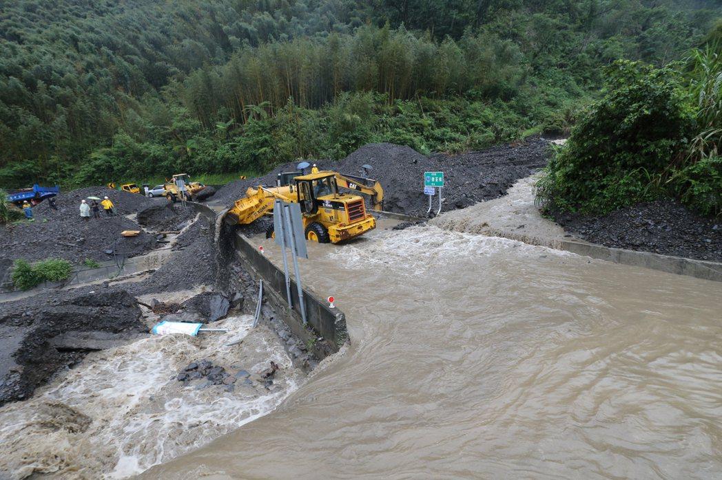 受到颱風外圍環流影響,宜蘭山區降下超大豪雨, 中橫宜蘭支線台7甲線11.4公里處...