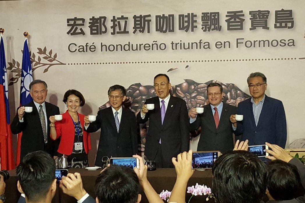 台糖透過外交部牽線,預計將於12月起在台推出宏都拉斯咖啡。記者陳睿中/攝影