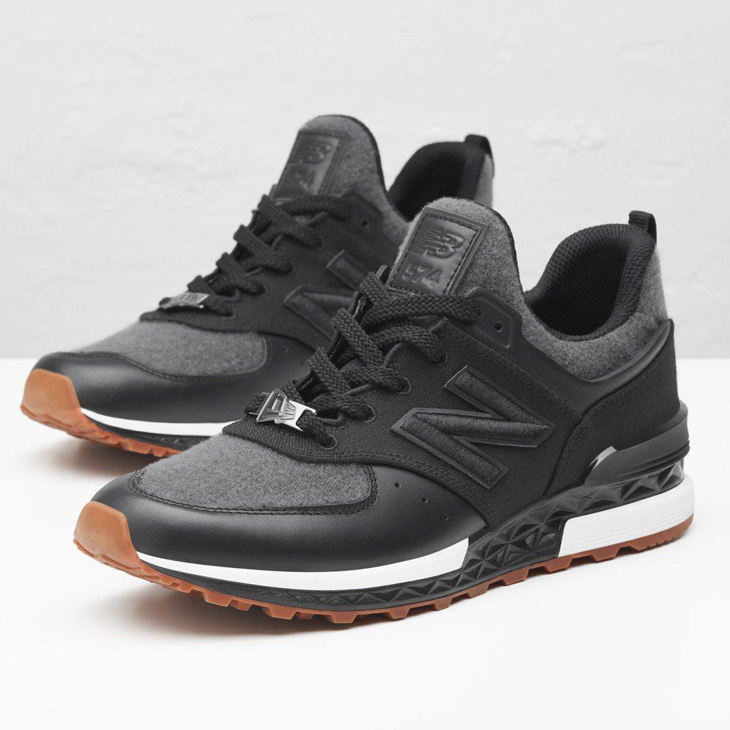 New Balance 574S鞋面採用New Era標誌性的羊毛斜紋設計,與黑...