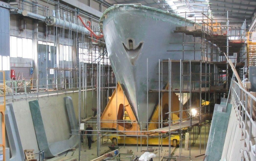 承造海軍獵雷艦的慶富公司,爆發涉嫌用假文件向多家銀行詐貸。圖為在義大利建造的獵雷...