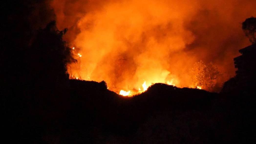 猛烈的火勢,一發不可收拾,看來相當嚇人。記者蔡家蓁/攝影