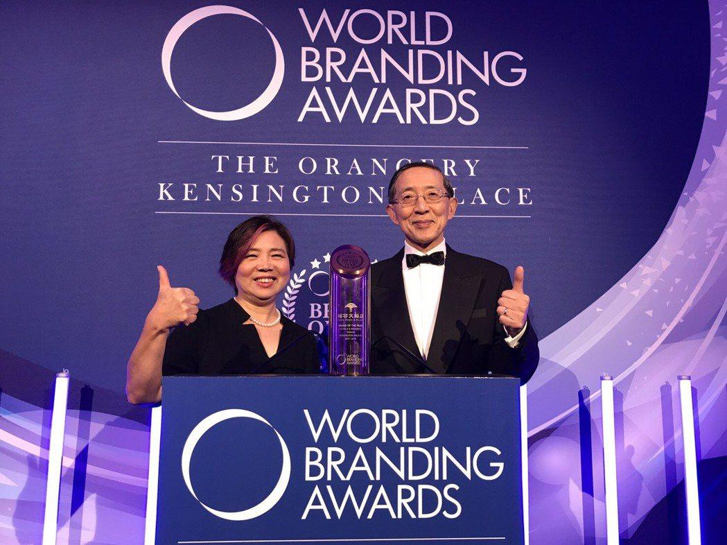 福容大飯店負責人郭美珠(左)、駐英國代表林永樂。 福容飯店提供
