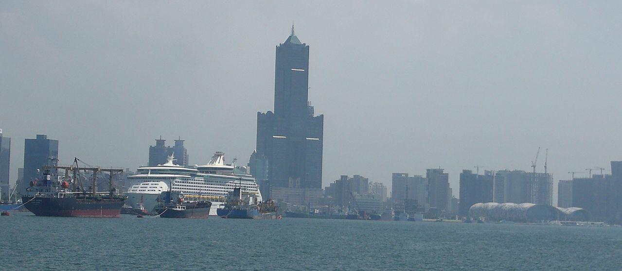 沿高雄港的亞洲新灣區,明年將增加全台規模最大的遊艇碼頭專區。記者楊濡嘉/攝影