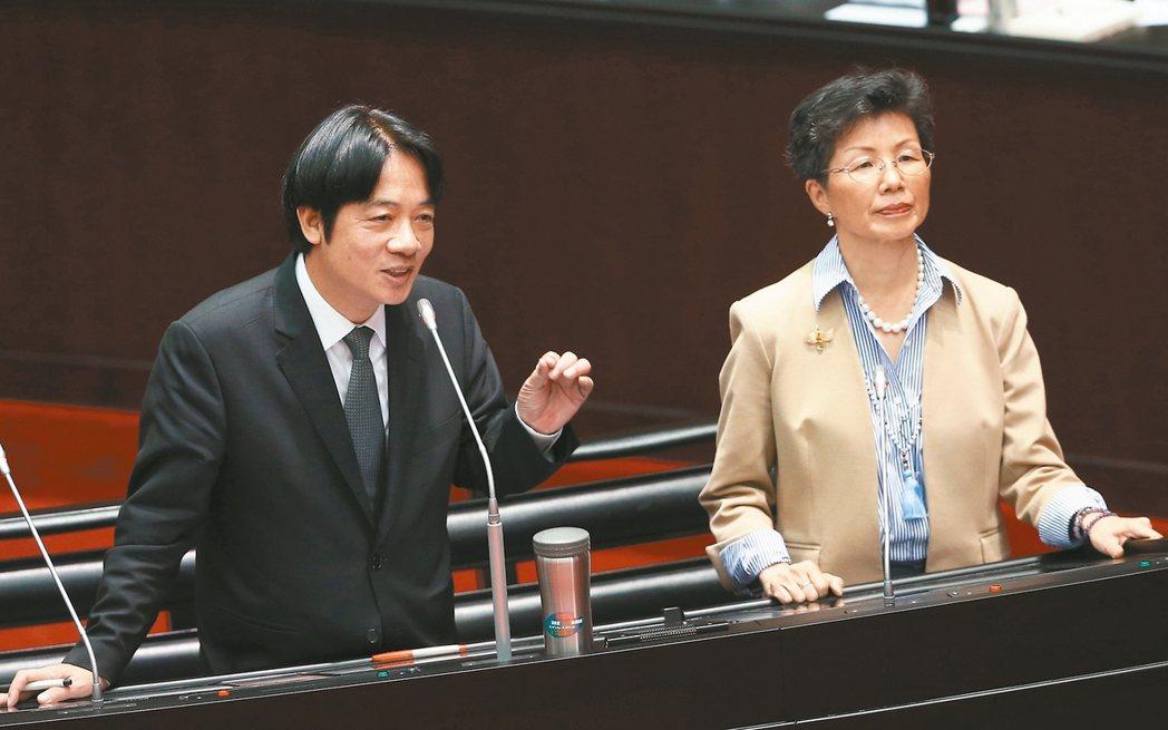 行政院長賴清德(左)與陸委會主委張小月昨在立院接受施政總質詢。 記者曾吉松/攝影