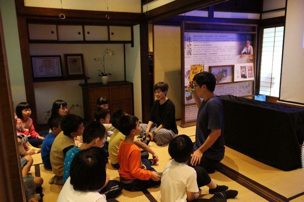 磚木取夥舉辦故事分享會,為國小生講新埔鎮故事,透過有趣方式,讓孩子更多認識家鄉風...