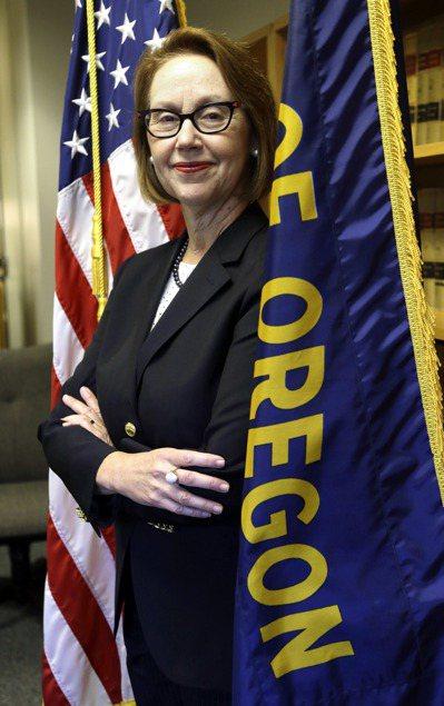 俄勒岡州州檢察長羅森布隆表示,俄州將加入對川普總統停止健保補助的訴訟。(美聯社)