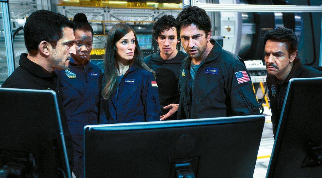 災難片中,都會有一群無名英雄試圖拯救地球。 圖/華納兄弟影業提供