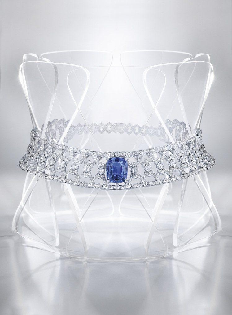 Diatonique 藍寶石項鍊,白K金鑲嵌19.79 克拉枕形錫蘭藍寶石主石、...