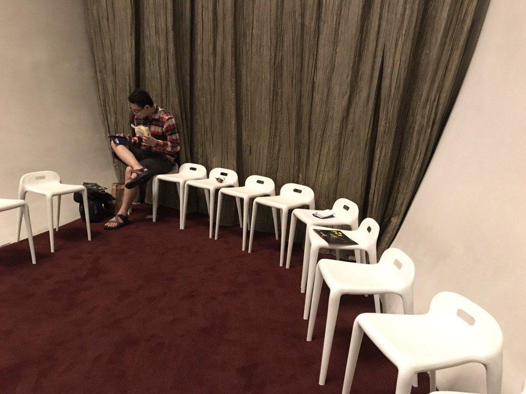 台中國家歌劇院原有的備用的座椅。 記者洪敬浤/攝影