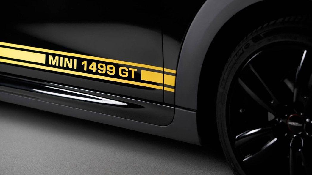 向1275 GT致敬的賽車飾條。圖/Mini提供