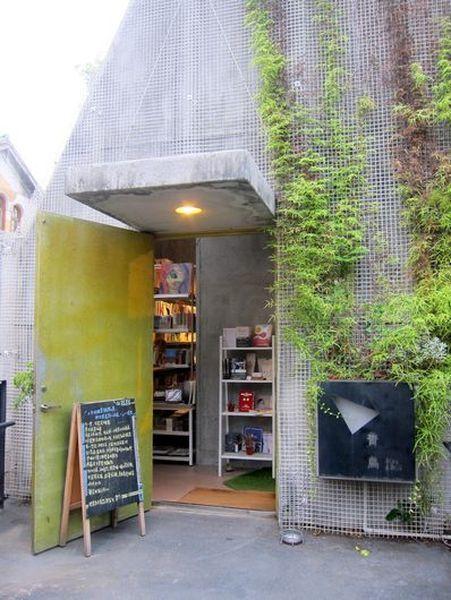 書店隱身在華山文化創意園區二樓,不仔細找難以發現。 宋宜馨