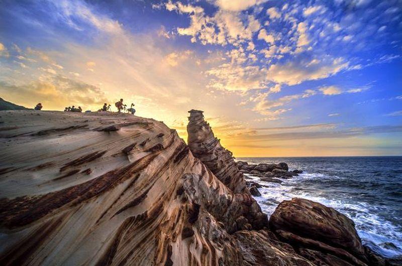 東北角海岸線,依山傍海,灣岬羅列,景觀壯闊,生態豐富。圖為「南雅夕照」。 東北角...