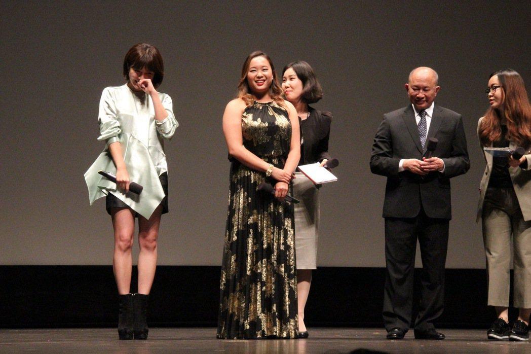 河智苑(左一)被吳宇森稱讚後相當開心。圖/華映提供