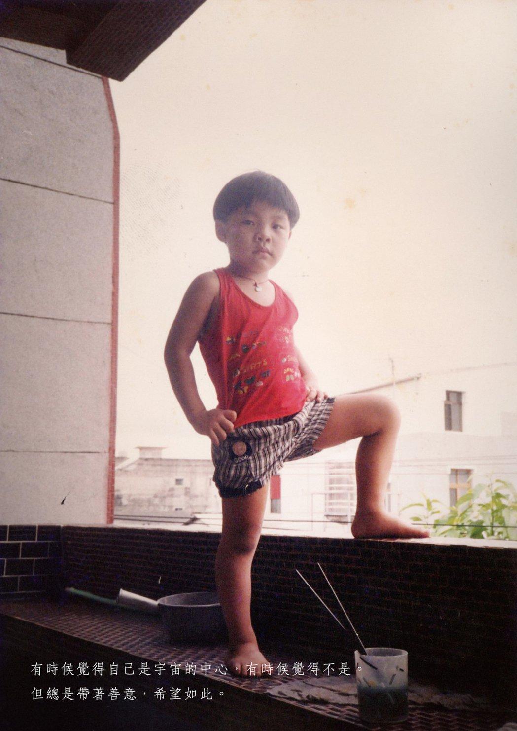盧廣仲6歲時的照片。圖/添翼創越工作室提供