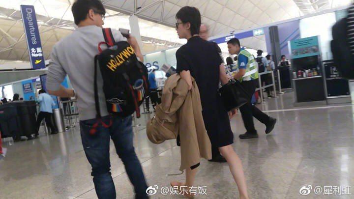 吳奇隆、劉詩詩返台,在機場被民眾捕獲。圖/摘自網路