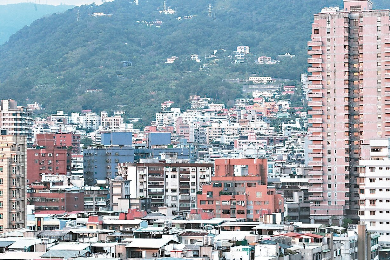台北市房價偏高,人口遷出成為趨勢,新北市與桃園市是遷出者的首選。 (本報系資料庫...