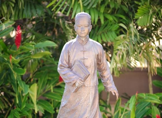 Iolani School校園內有國父孫中山先生紀念銅像 林肯企管/提供