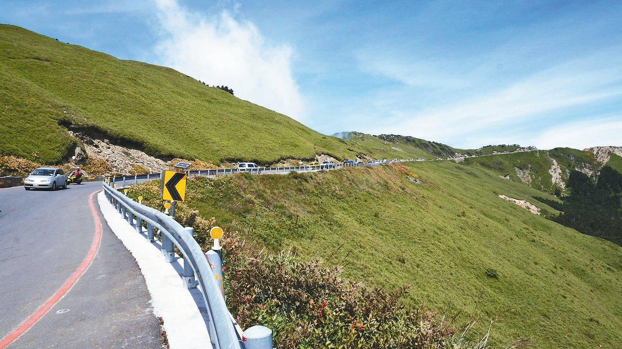 南投台14線武嶺路段,可說是國內最美公路的經典。記者何祥裕/攝影