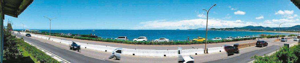 北海岸台2線公路,沿途海景看不完,還可坐下來喝咖啡看海喔。記者何祥裕╱攝影(...