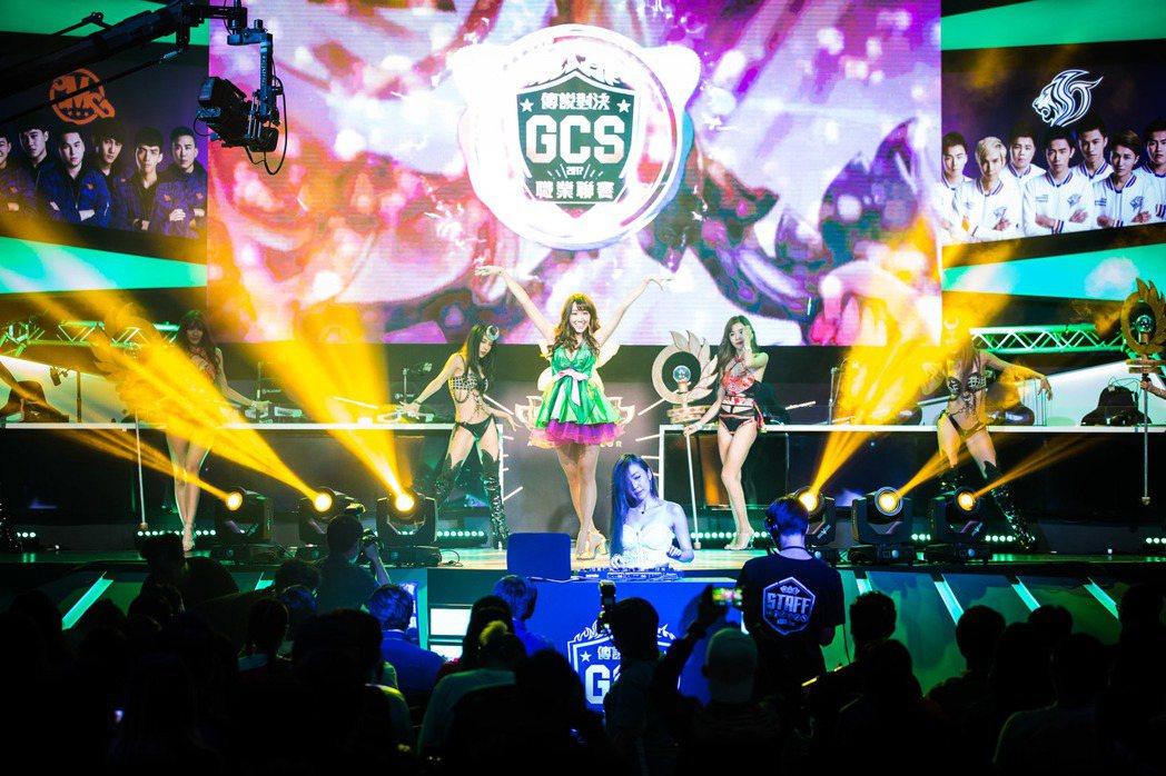 在 Luxy girls 與 DJ Sharon的熱情舞動下揭開精彩賽事的序幕。