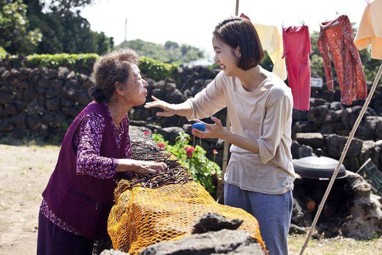 《季春奶奶》尹汝貞、金高恩演技派聯手演出。圖/車庫娛樂提供