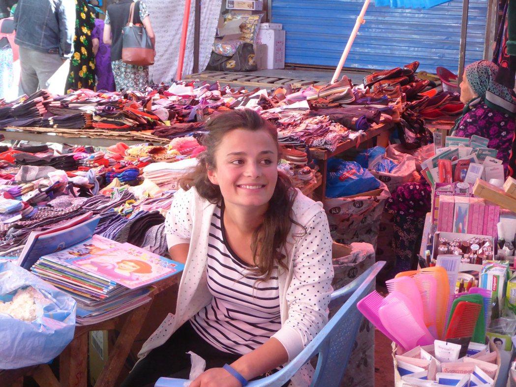 和塔吉克其他地方相比,作為區域首府的霍洛格,社會氣氛更為開放、西方式的民主價值觀...