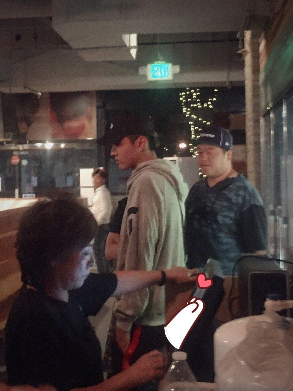 有網友在餐廳巧遇男星吳亦凡。 圖/擷自微博。