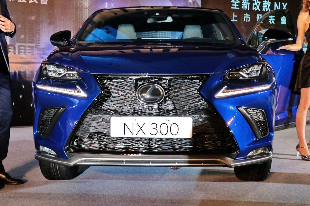 NX300外型。 記者陳威任/攝影