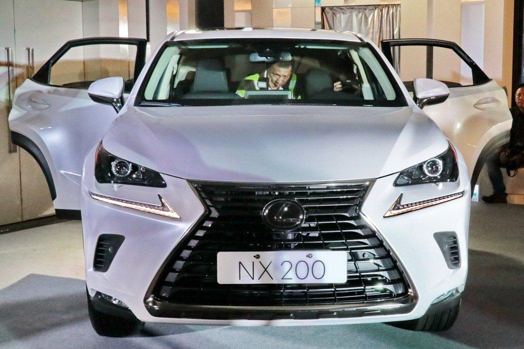 NX200外型。 記者陳威任/攝影