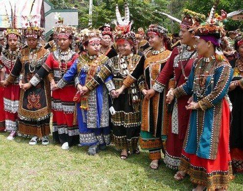 全世界有4支南島語系,台灣就有3支,原住民語言及文化都相當豐富,有一派學者推論台...