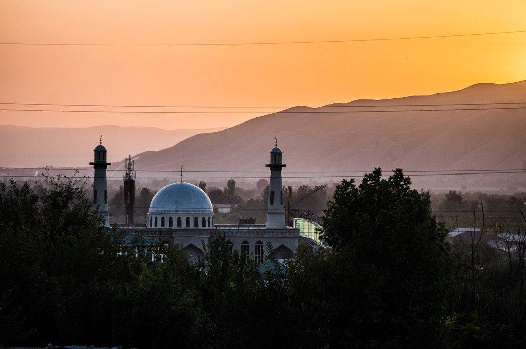 資料示意照,圖為塔吉克清真寺。「在中亞期間,我曾不只一次聽人指控,中亞各地如雨後...