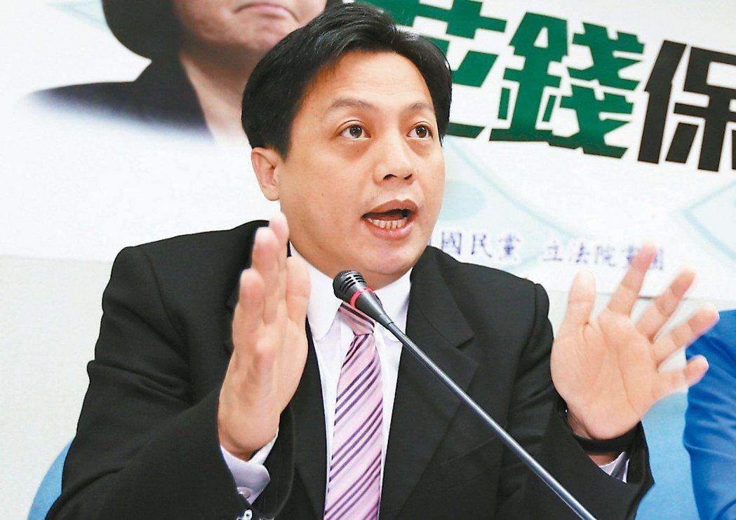 國民黨文傳會主委李明賢也是媒體人出身,經常在政論節目中舌戰綠營名嘴,打下不小知名...