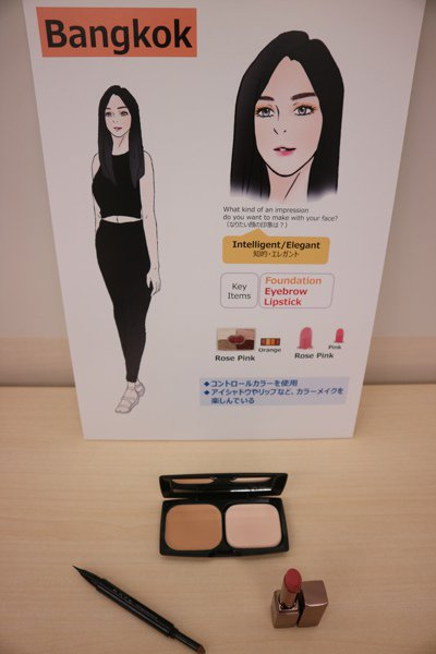 曼谷女性重視粉底、眉毛、口紅。 東京記者蔡佩芳/攝影